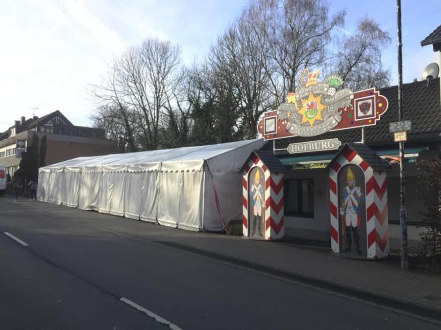 Steini's Stübchen feiert Karneval im 6x21m Zelt