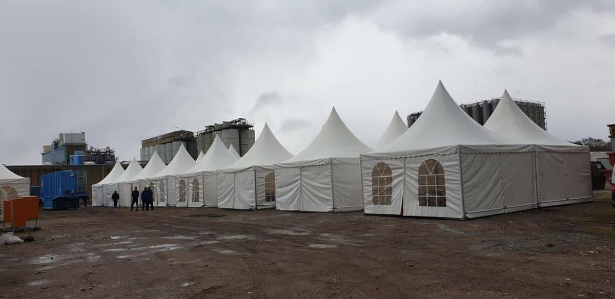 Sozialräume – coronabedingte Erweiterung mit Zelten
