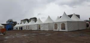 Sozialräume - coronabedingte Erweiterung mit Zelten